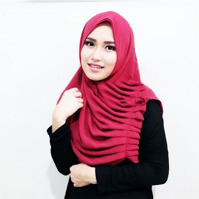 Sudah banyak yang sukses dari berjualan jilbab bahkan omzetnya mencapai ratusan juta rupi Omzet 500 Juta Per Bulan Bisnis Jilbab Utangan