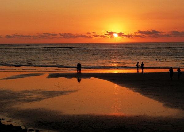 Sunset di Pantai Kuta