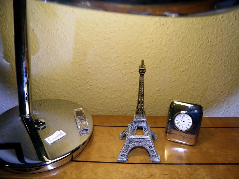 Lampe, Eiffelturmminiatur, Tischuhr
