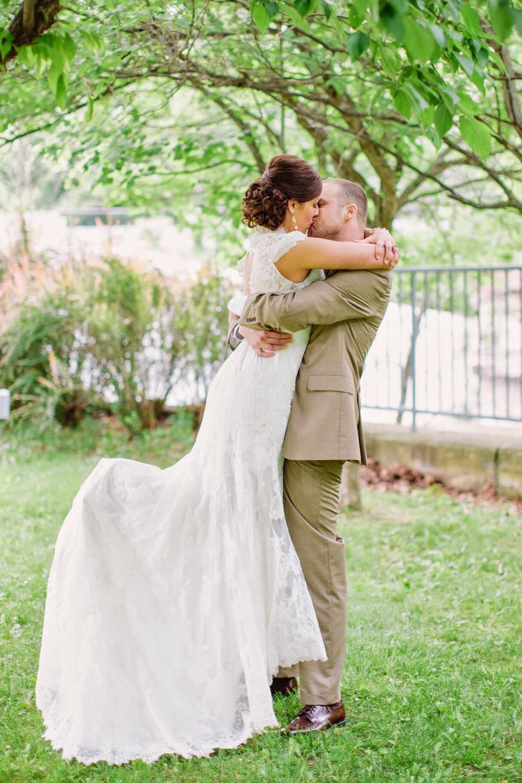 Creative Buffalo Weddings Real Love Story Of Taylor And
