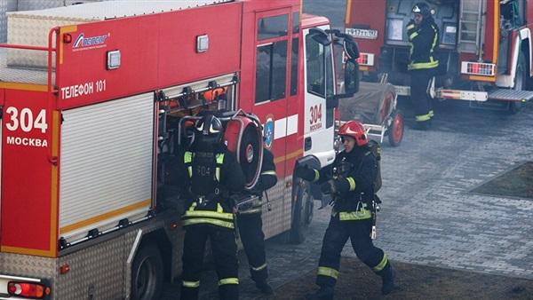 امرأة تقوم بإسقاط طفلها من نافذة برج جرينفل لانقاذه من حريق لندن