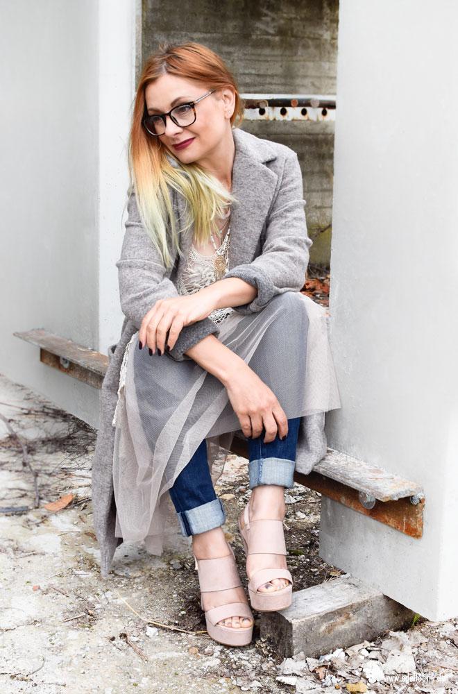 Rosa Tüllkleid über Jeans tragen, Lagenlook mit Jeans und Tüll
