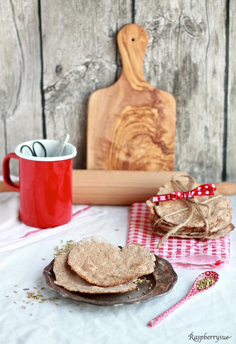 Experimente aus meiner Küche: Knäckebrot mit Kräutern #breadbakingfriday