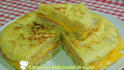 Receta fácil de tortilla de patata rellena de jamón y queso
