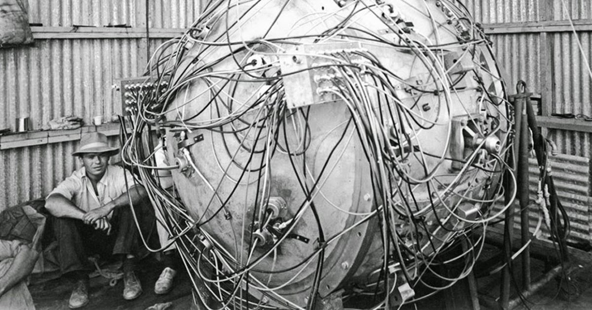 first nuclear bomb ile ilgili görsel sonucu