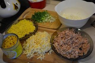 sałatka z jajek tuńczyka kukurydzy i szczypiorku