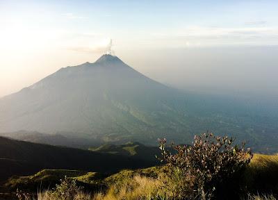 pemandangan ke gunung lain