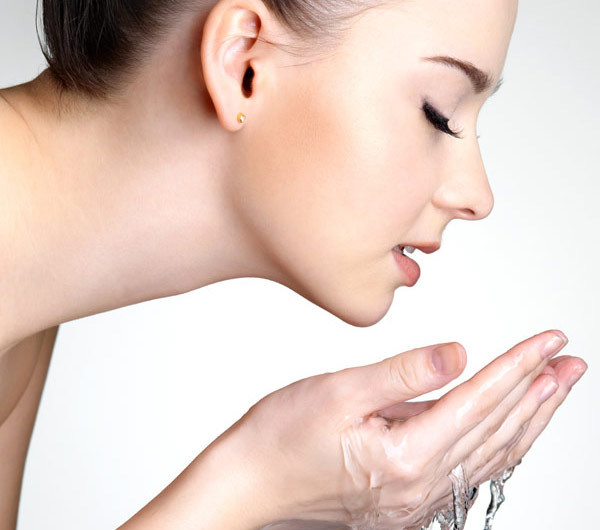 Keep Your Face Gorgeous and Smooth with Cleansers