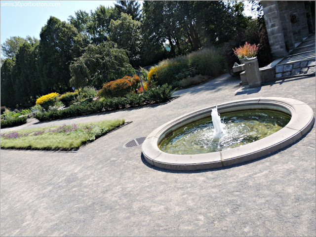 Fuente en el Perennial Garden del Jardín Botánico de Montreal