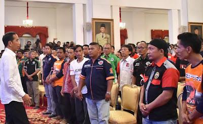 Puluhan supir truk bertemu presiden Jokowi. Ini tuntutannya