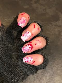 unghie terrificanti per halloween molto semplici da fare, bianche e rosse