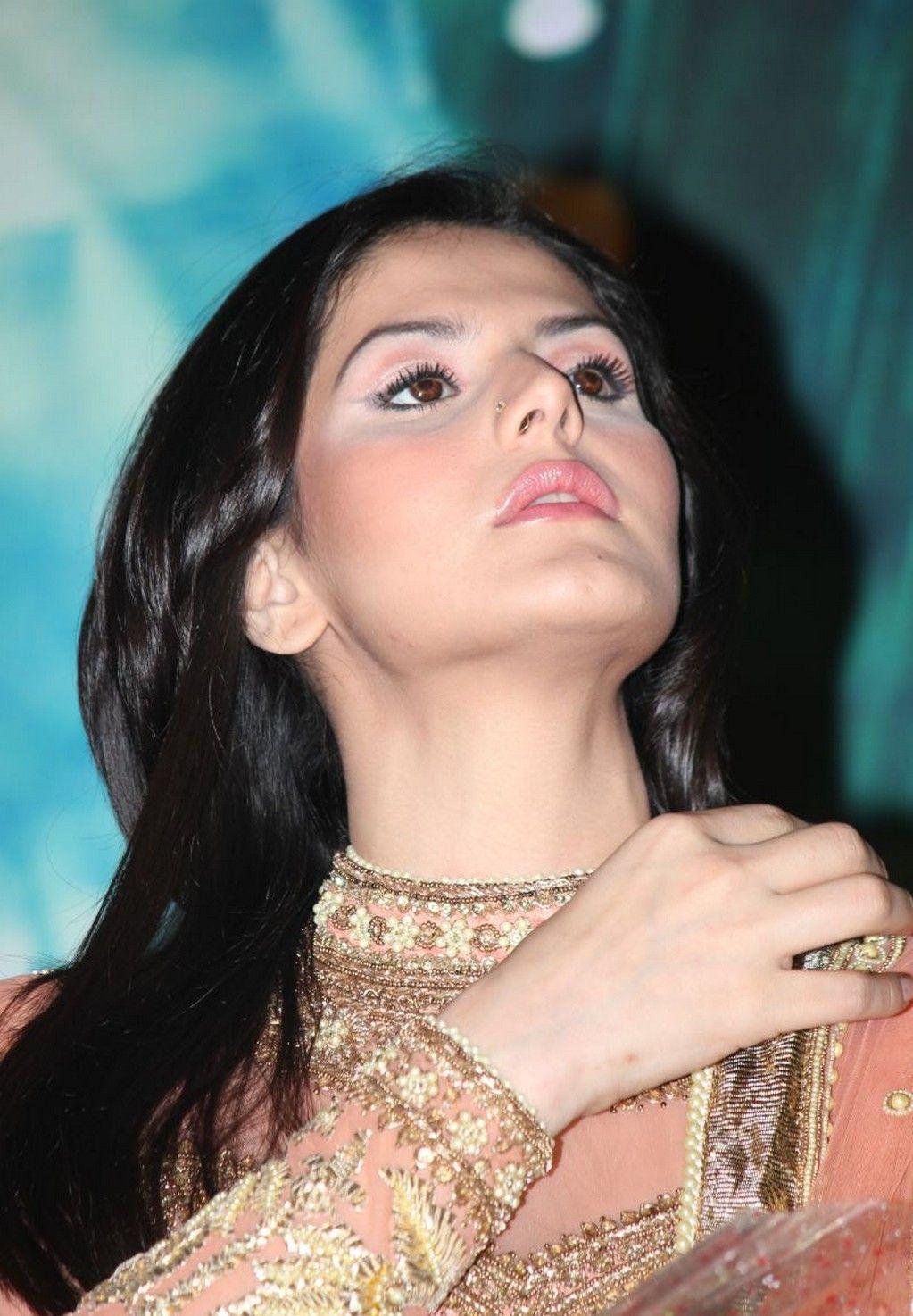 AKSAR 2 & Hate Story 3 actress Zarine Khan HD Photos, Wallpapers