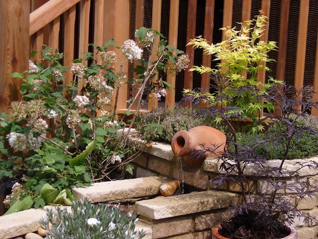 murek kamienny w ogrodzie