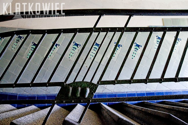 Bytom. Kamienica. Wnętrze klatki schodowej. Przedwojenne kafle.