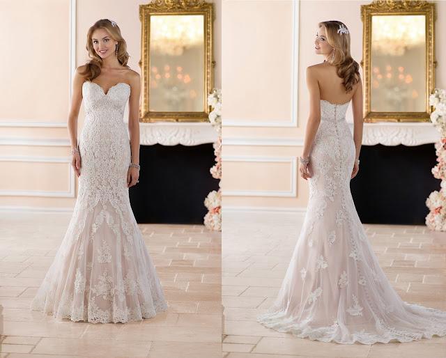 Brautkleid mit Spitze nude taupe alabaster. Herzausschnitt am Spitzenbrautkleid mit Schleppe und SVAROWSKI Gürtel.