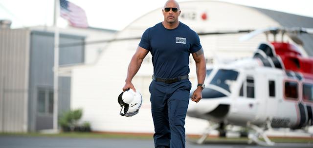 Dwayne Johnson este un pilot de elicoptere pentru misiunile de salvare în filmul San Andreas