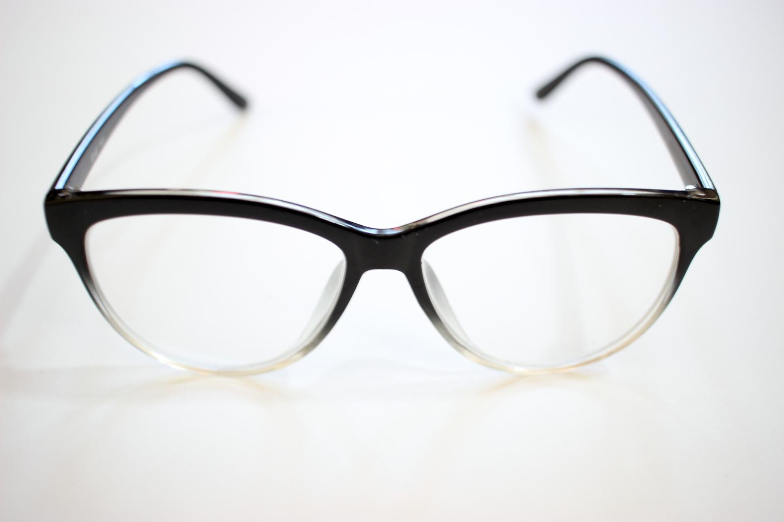 Review | GlassesShop.com | Laura Neuzeth