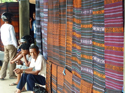 pasar khusus tenun ikat