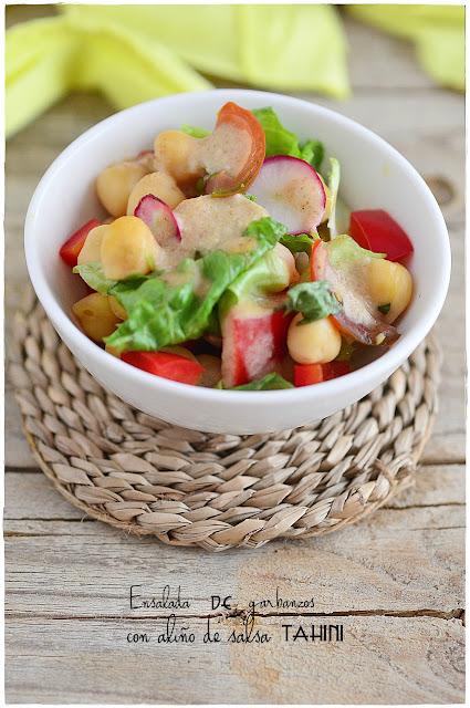 Ensalada de garbanzos con aliño de salsa Tahini