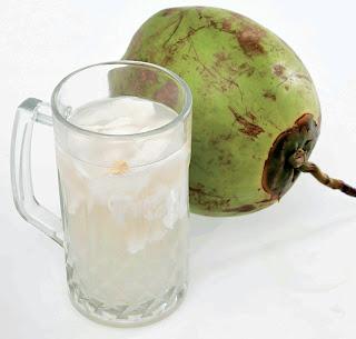 12 Manfaat Air Kelapa Bagi Kesehatan Tubuh