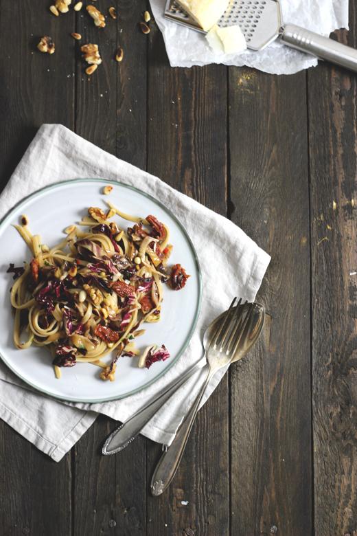 Radicchio-Pasta mit Walnüssen und getrockneten Tomaten. Rezepte für Wintergemüse. Holunderweg18