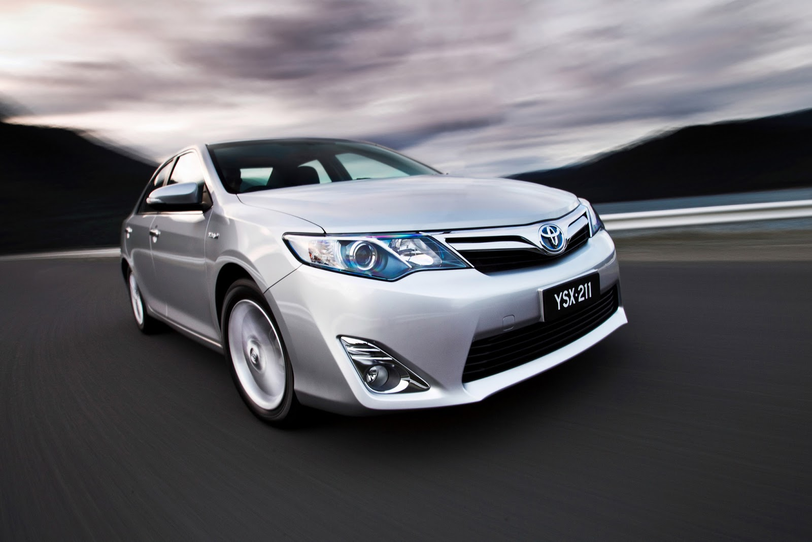the best of cars toyota camry hybrid 2013. Black Bedroom Furniture Sets. Home Design Ideas