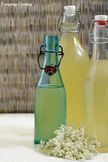 http://www.greencooking.pl/2012/06/syrop-z-kwiatow-czarnego-bzu.html