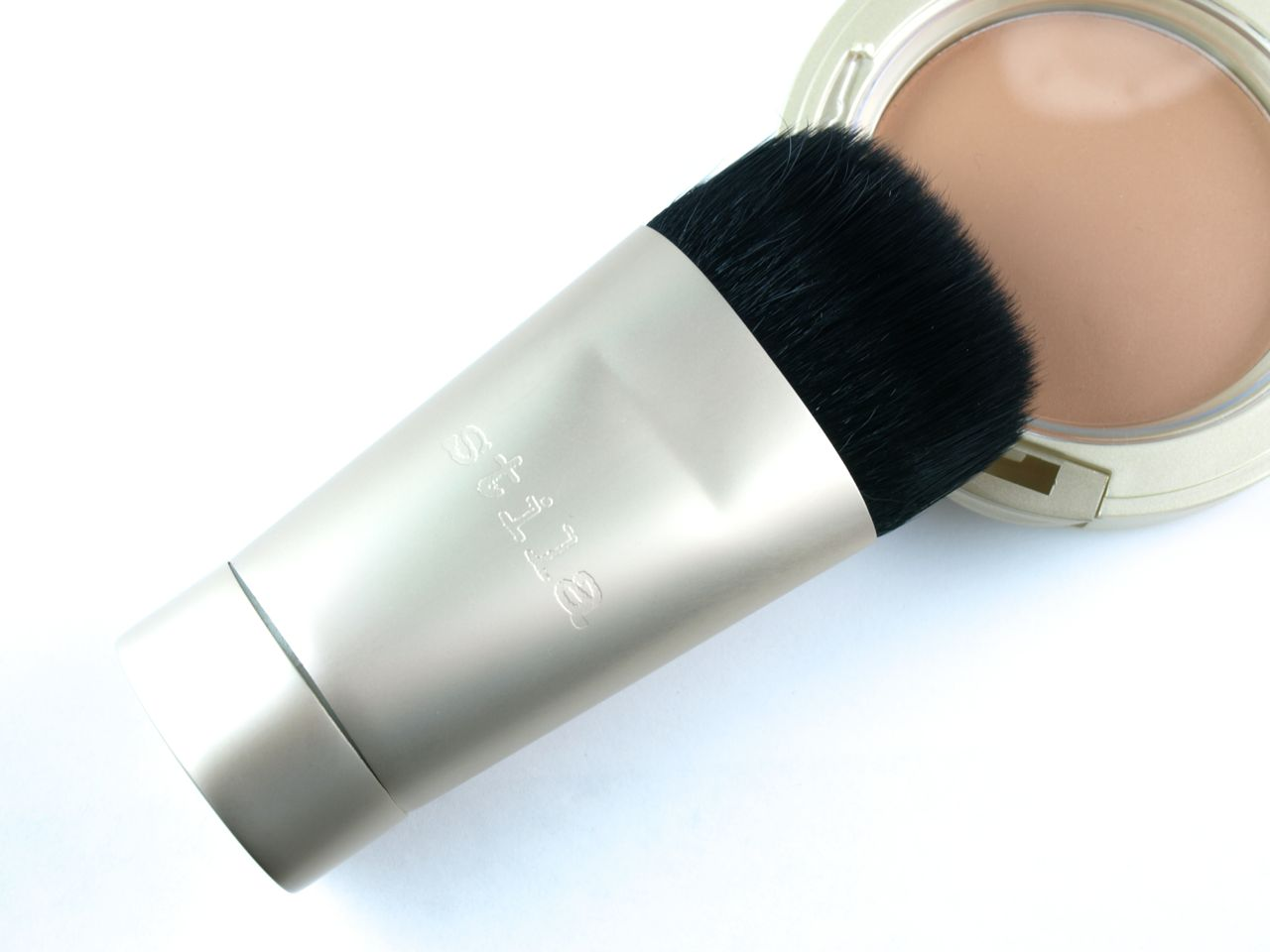 Stila Perfectly Poreless Putty Perfector & Wonder Brush: Review and Swatches