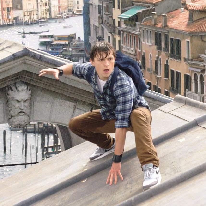 Peter Parker yearbook photos from Spider-Man Far From Home : トム・ホランド主演の「スパイダーマン」シリーズ第2弾「ファー・フロム・ホーム」のために撮影されたクラスアルバムのおかしな写真 ! !