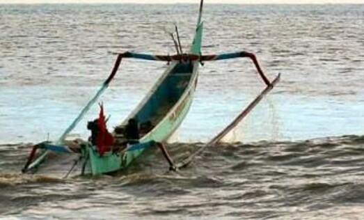 Perahunya Terdampar di Pantai Tile-Tile, Nelayannya, Belum Ditemukan