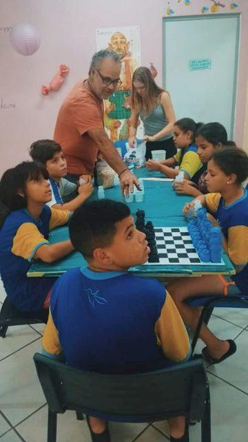Projeto Xadrez Reciclável incentiva crianças a terem atitudes sustentáveis