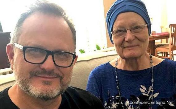 Marcos Witt y su madre Nola Warren
