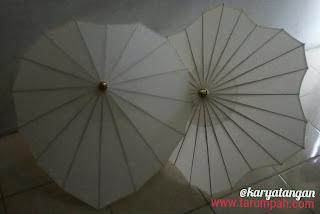 Payung hias bentuk cinta