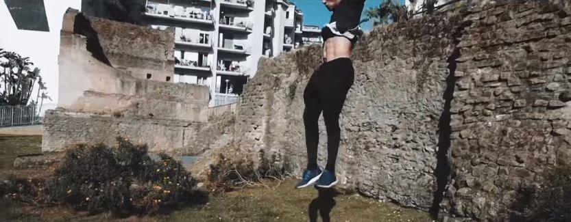 Pubblicità Infostrada con Ragazzi che saltano: nome sport