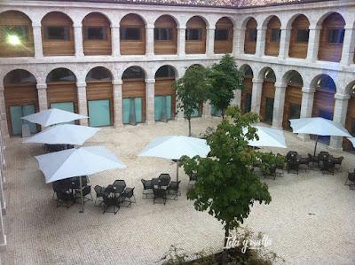 Parador de Alcalá de Henares claustro