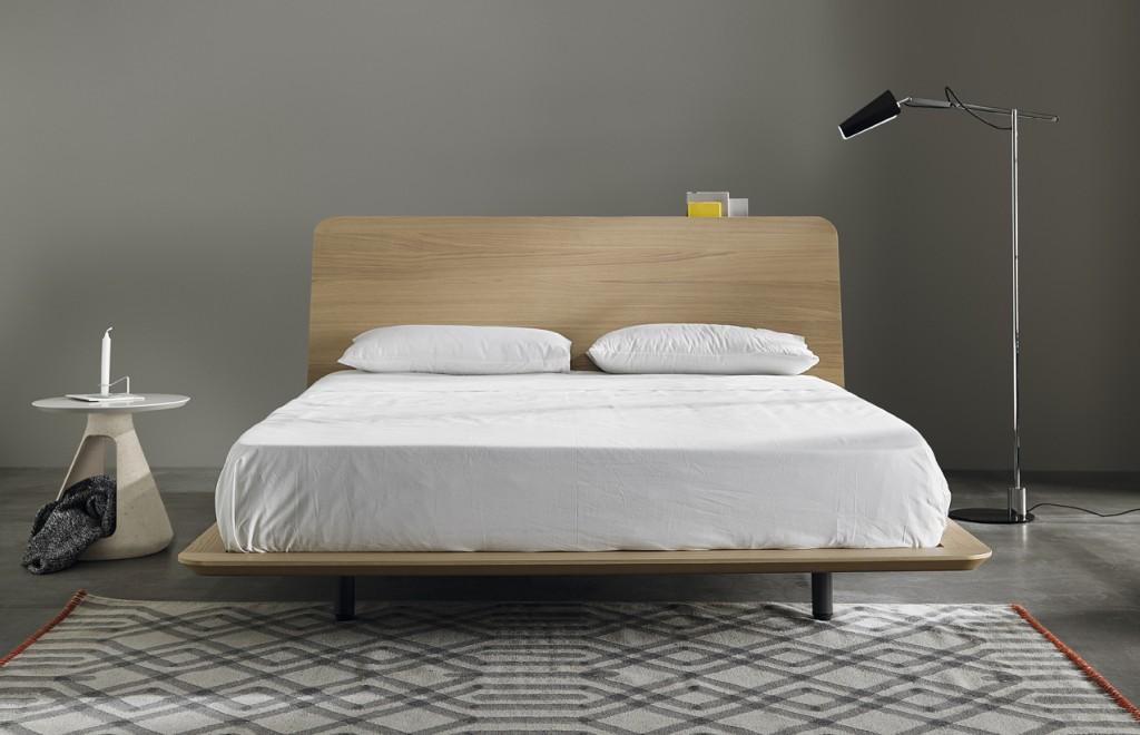 Schowek w łóżku