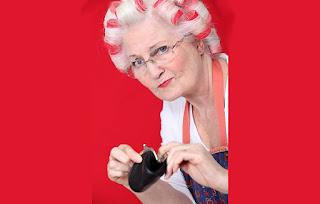 Abuela con monedero