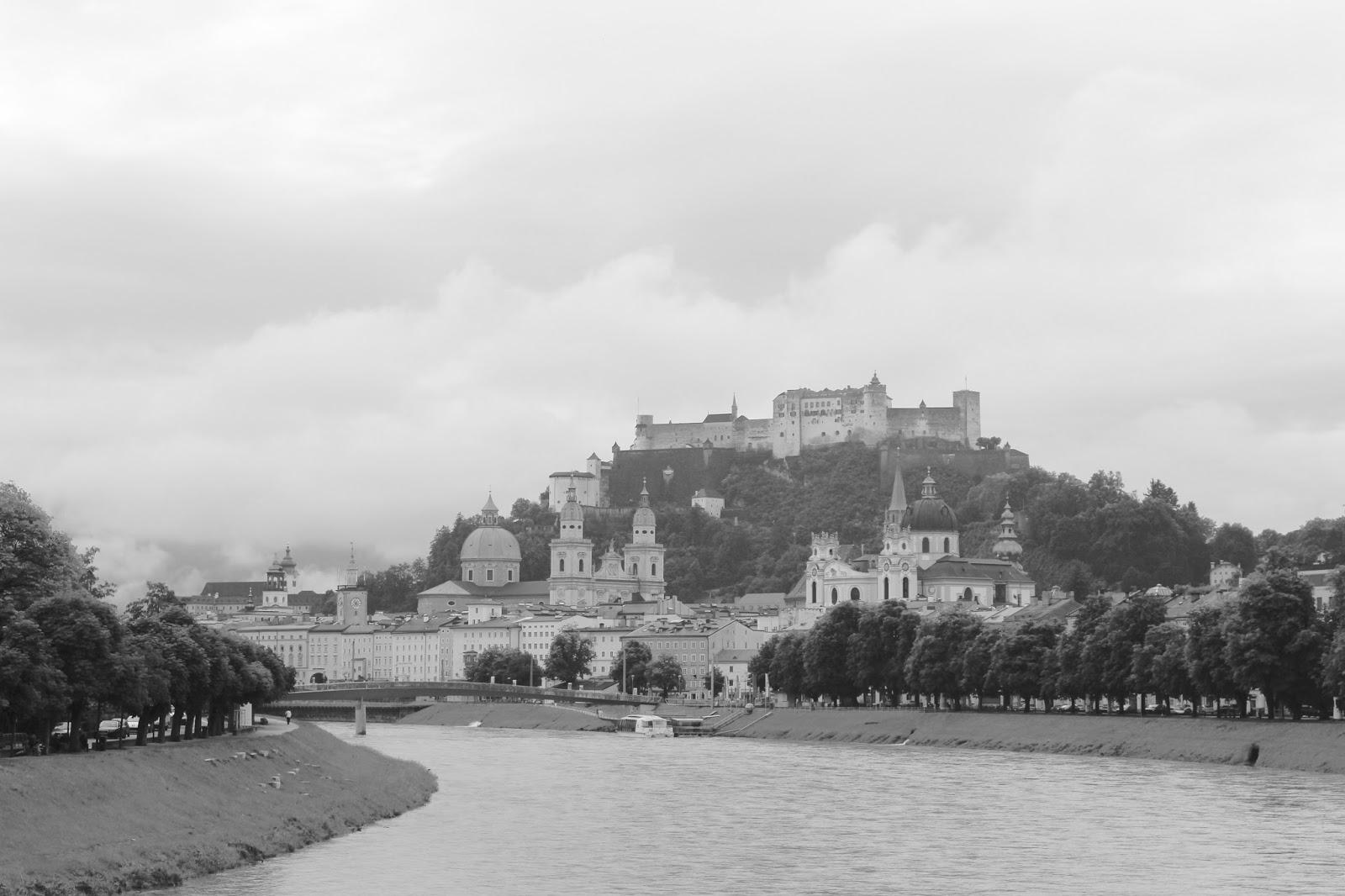 Blick auf die Salzburger Altstadt - dunstig. #sbgatc16