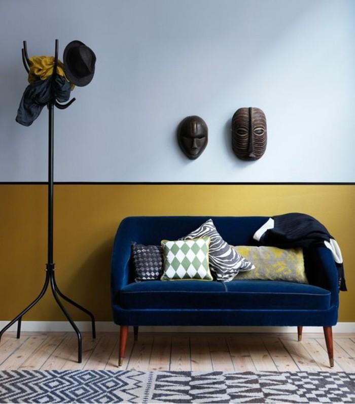canap%25C3%25A9 en velours bleu canard mur jaune peinture moutarde entr%25C3%25A9e Résultat Supérieur 50 Nouveau Canapé En Velours Bleu Pic 2017 Kqk9