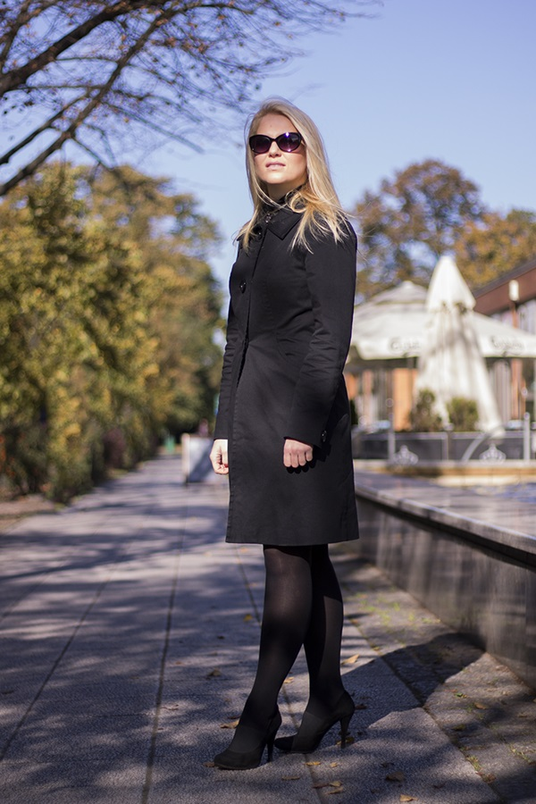 http://monabyfashion.blogspot.com/2015/10/black-total-look.html