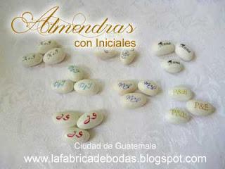 venta de almendras confitadas en colores personalizadas con letras iniciales  como chocolates MyM  para recuerdos de boda en ciudad de guatemala