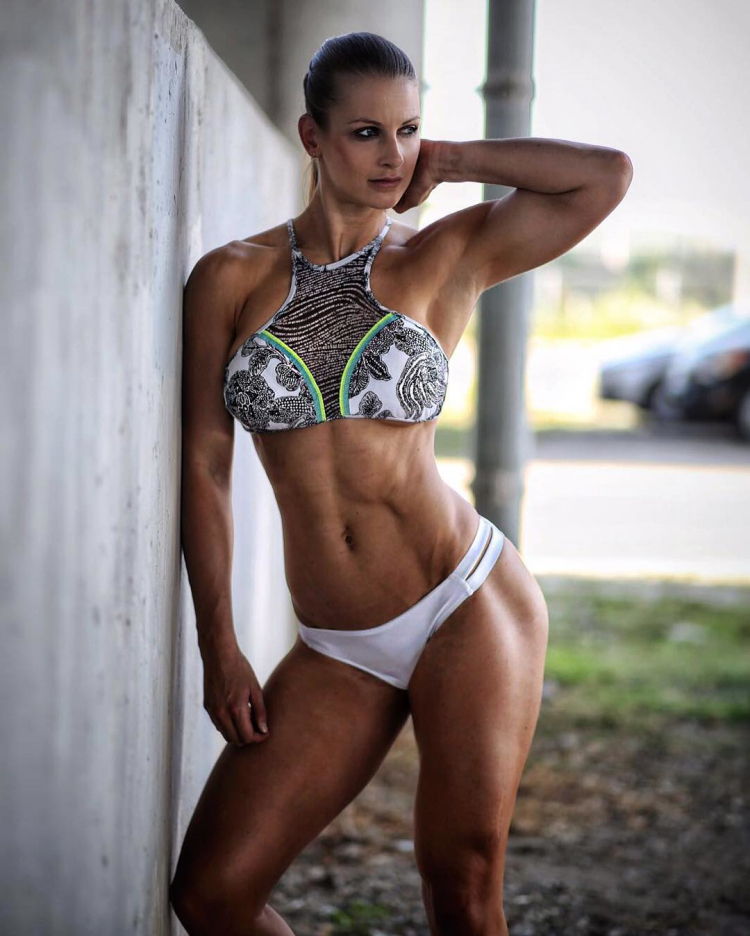 JOHANNA HESS fitness model