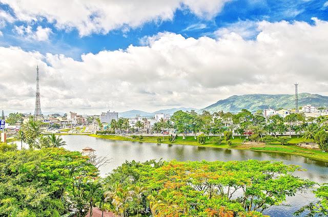 Bờ hồ Bảo Lộc