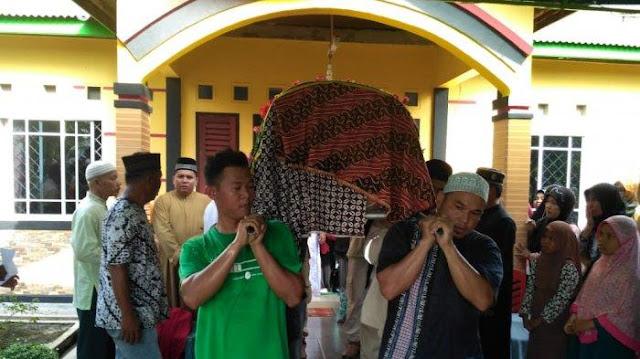 Inilah Sosok Imam yang Meninggal Dunia Saat Mengimami Sholat Jumat di Mata Keluarga dan Sahabat