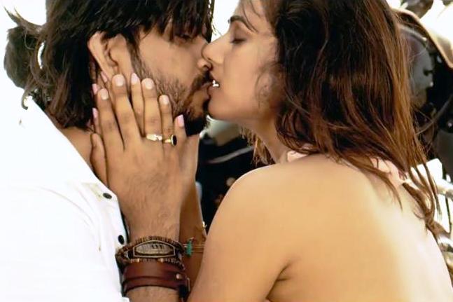 Badtameez Lyrics - Ankit Tiwari ft Sonal Chauhan