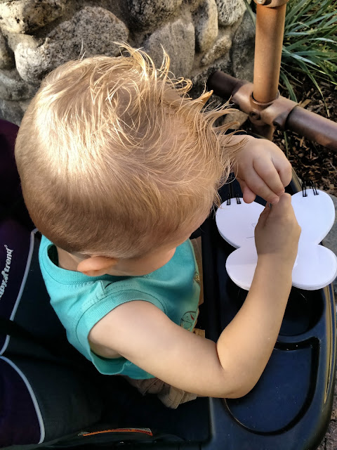 Keeping Kids Busy While Waiting in Line at Disneyland {and other theme parks}