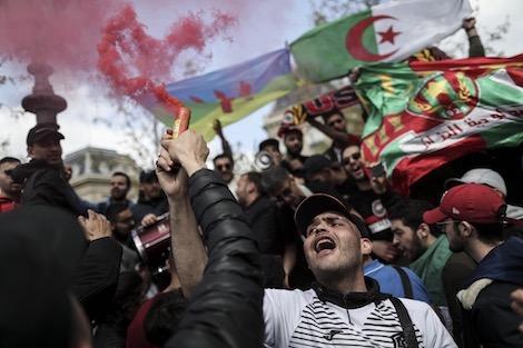 عشرات رؤساء البلديات بالجزائر يرفضون تنظيم الانتخابات الرئاسية