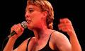 Τραγουδίστρια πέθανε πάνω στη σκηνή πιθανόν από ηλεκτροπληξία