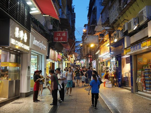 Rua de São Paulo in the evening
