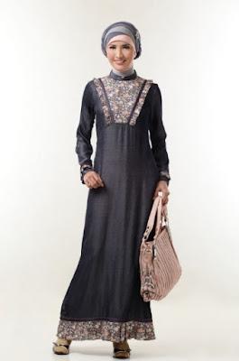 Contoh gamis batik terbaru untuk wanita
